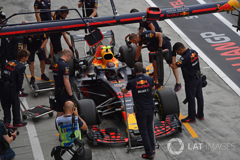 Max Verstappen, Red Bull Racing RB14 in his pit box