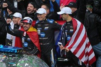#10 Konica Minolta Cadillac DPi-V.R.: Renger Van Der Zande, Jordan Taylor, Fernando Alonso, Kamui Kobayashi, vainqueurs du Rolex 24