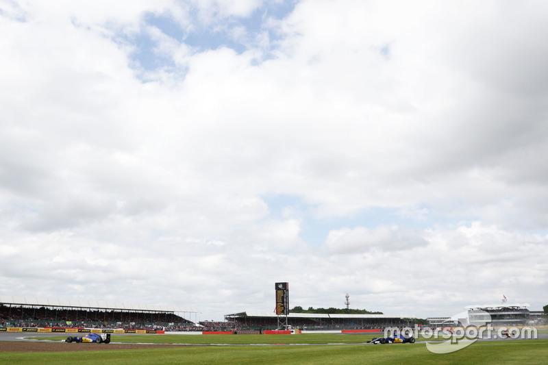 Felipe Nasr, Sauber C35 leads team mate Marcus Ericsson, Sauber C35