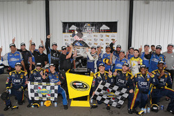 Winner Chris Buescher, Front Row Motorsports Ford