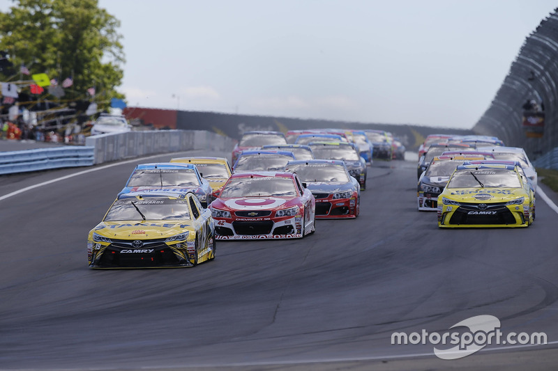 Start: Carl Edwards, Joe Gibbs Racing Toyota leads