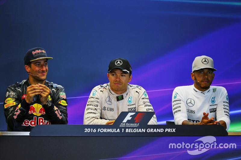 Yarış sonrası FIA Basın Toplantısı: Daniel Ricciardo, Red Bull Racing, 2.; Nico Rosberg, Mercedes AM