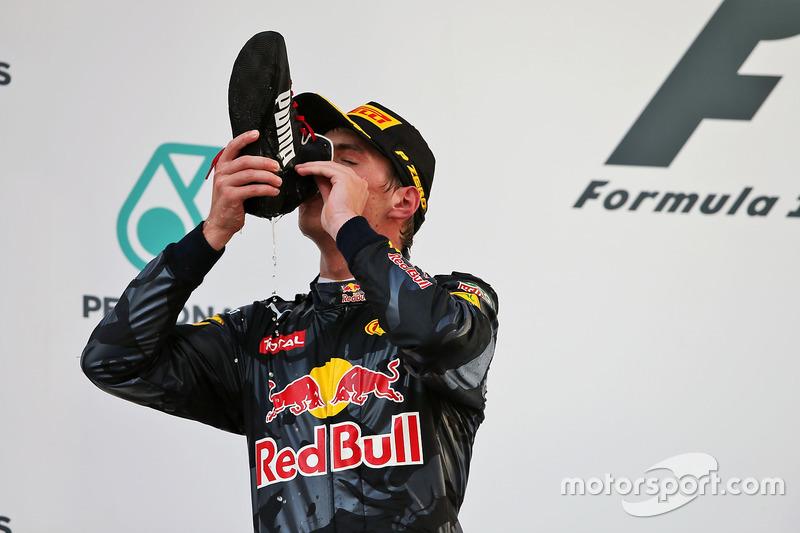 Max Verstappen darf nach Platz 2 ebenso aus Ricciardos Schuh kosten wie ...