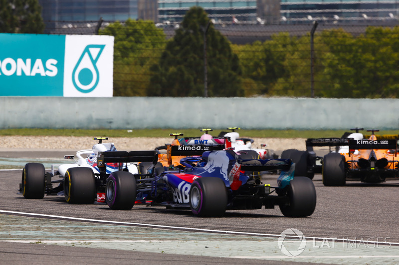 Stoffel Vandoorne, McLaren MCL33 Renault, Sergey Sirotkin, Williams FW41 Mercedes, y Brendon Hartley, Toro Rosso STR13 Honda