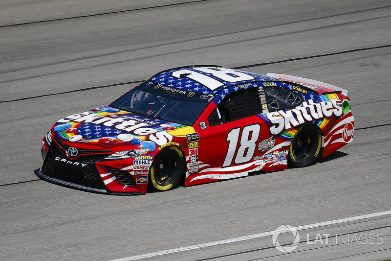16. Kyle Busch, Joe Gibbs Racing, Toyota Camry Skittles Red White & Blue