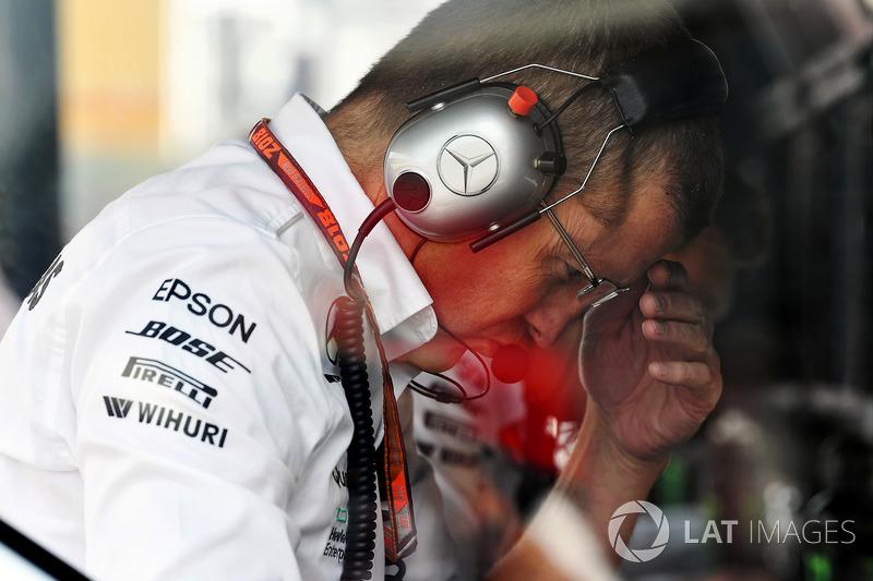 Головний інженер Mercedes AMG F1 на трасі Саймон Коул