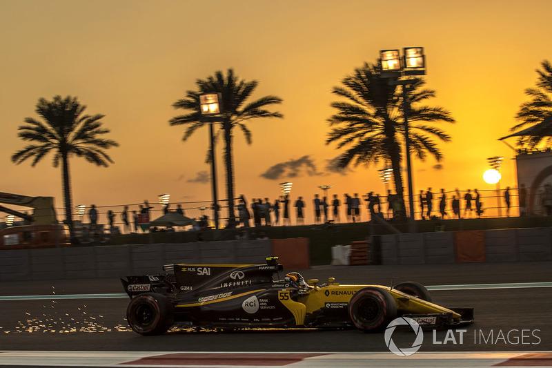 Carlos Sainz Jr., Renault Sport F1 Team RS17 sacando chispas