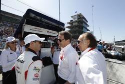 Oriol Servia, Scuderia Corsa with RLL Honda, mit Giacomo Mattioli und Art Zafiropoulo