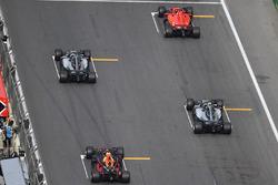 Sebastian Vettel, Ferrari SF71H, Lewis Hamilton, Mercedes-AMG F1 W09 EQ Power+, Valtteri Bottas, Mercedes-AMG F1 W09 EQ Power+ ve Daniel Ricciardo, Red Bull Racing RB14