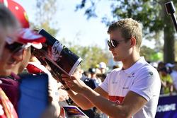 Marcus Ericsson, Sauber, signe des autographes