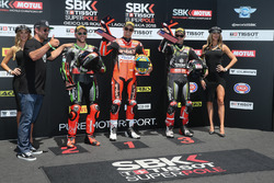 Polesitter Chaz Davies, Aruba.it Racing-Ducati SBK Team, tweede plaats Tom Sykes, Kawasaki Racing, derde plaats Jonathan Rea, Kawasaki Racing