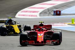 Kimi Raikkonen, Ferrari SF71H, Carlos Sainz Jr., Renault Sport F1 Team R.S. 18