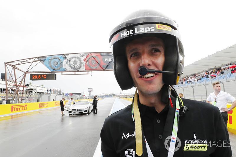 Pesepeda Cyclist Simon Yates, Michelton-Scott setelah mengikuti F1 Hot Laps