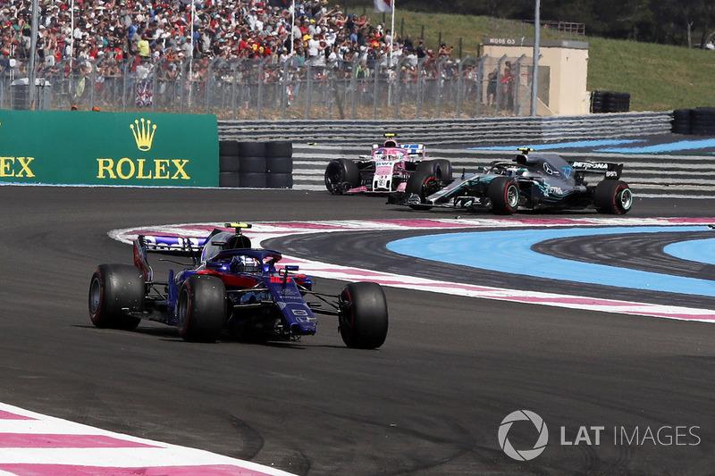 Pierre Gasly, Scuderia Toro Rosso STR13 avec un aileron avant cassé
