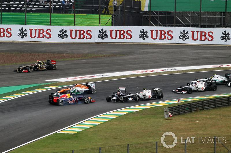 Столкновение: Бруно Сенна, Williams FW34, Себастьян Феттель, Red Bull Racing RB8 и Серхио Перес, Sauber C31