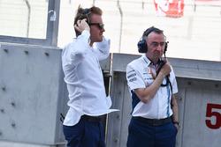 Nico Rosberg, ambassadeur Mercedes-Benz et Paddy Lowe, directeur technique Williams
