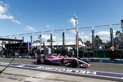 Sergio Pérez, Force India VJM11 Mercedes, sale de pits