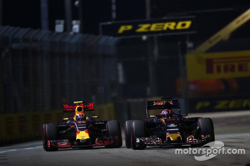Max Verstappen, Red Bull Racing RB12 y Daniil Kvyat, Toro Rosso STR11