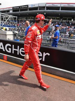 Kimi Raikkonen, Ferrari waves