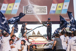 Stéphane Peterhansel, Jean-Paul Cottret Peugeot Sport celebrate with the team