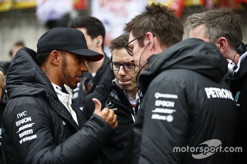 Lewis Hamilton, Mercedes AMG; Andrew Shovlin, Chef-Renningenieur, Mercedes AMG