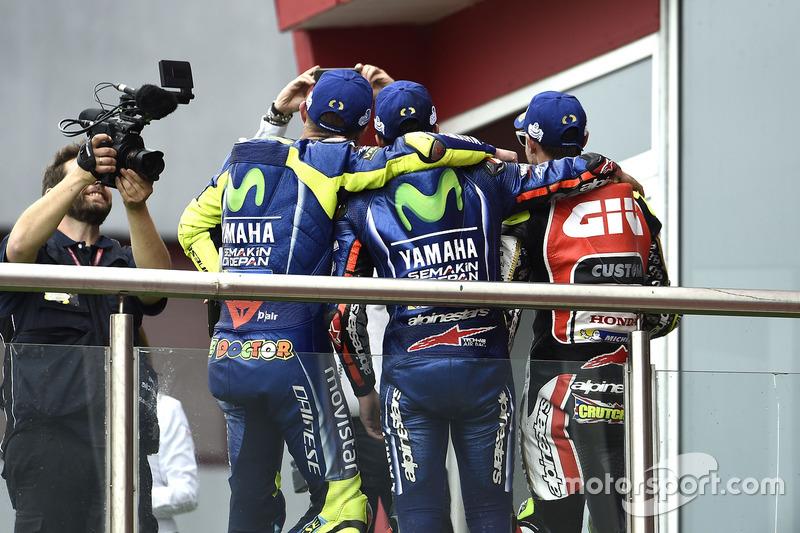 Podium: 2. Valentino Rossi, Yamaha Factory Racing; 2. Maverick Viñales, Yamaha Factory Racing; 3. Ca