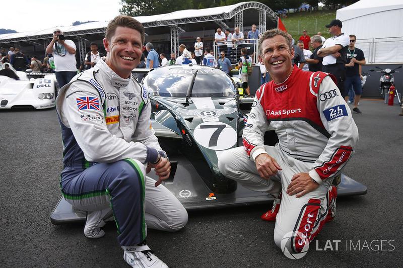 Гай Смит и Том Кристенсен позируют рядом с Bentley, за рулем которого одержали победу в «24 часах Ле-Мана» 2003 года