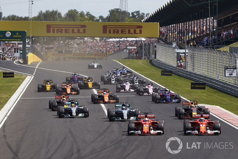 Sebastian Vettel, Ferrari SF70H, Kimi Raikkonen, Ferrari SF70H, lideran el grupo al inicio