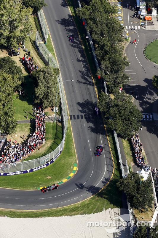 Romain Grosjean, Haas F1 Team, VF-17; Carlos Sainz Jr., Scuderia Toro Rosso, STR12