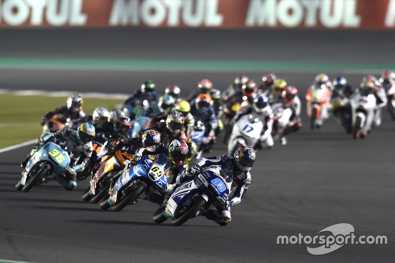 Jorge Martin, Del Conca Gresini Racing Moto3 lead the field after the start