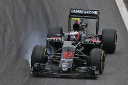 Jenson Button, McLaren MP4-31 locks up under braking