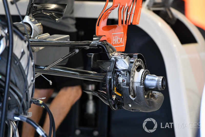 McLaren MCL32 rear wheel hub detail