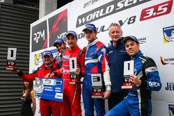 Podium : le vainqueur Alfonso Celis Jr., Fortec Motorsports, le deuxième, Roy Nissany, RP Motorsport, le troisième, Egor Orudzhev, AVF, avec le rookie Diego Menchaca, Fortec Motorsports