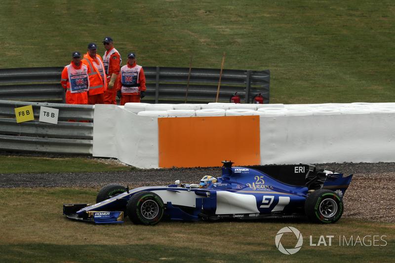Marcus Ericsson, Sauber C36 çakıl havuzunda