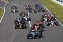 Lewis Hamilton, Mercedes AMG F1 W08, Sebastian Vettel, Ferrari SF70H, Max Verstappen, Red Bull Racing RB13, Daniel Ricciardo, Red Bull Racing RB13, Esteban Ocon, Sahara Force India F1 VJM10, the rest of the field at the start