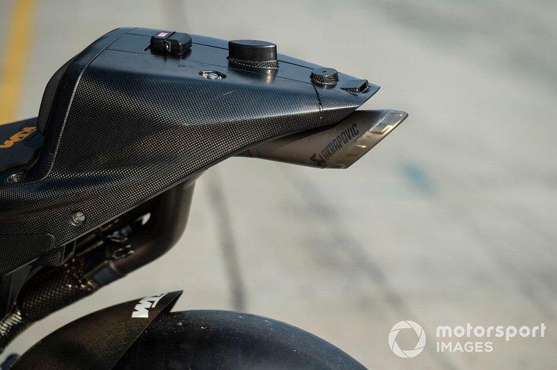 KTM RC16: Auspuff