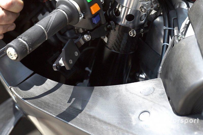 Важіль задніх гальм на мотоциклі Кела Кратчлоу, LCR Honda Castrol