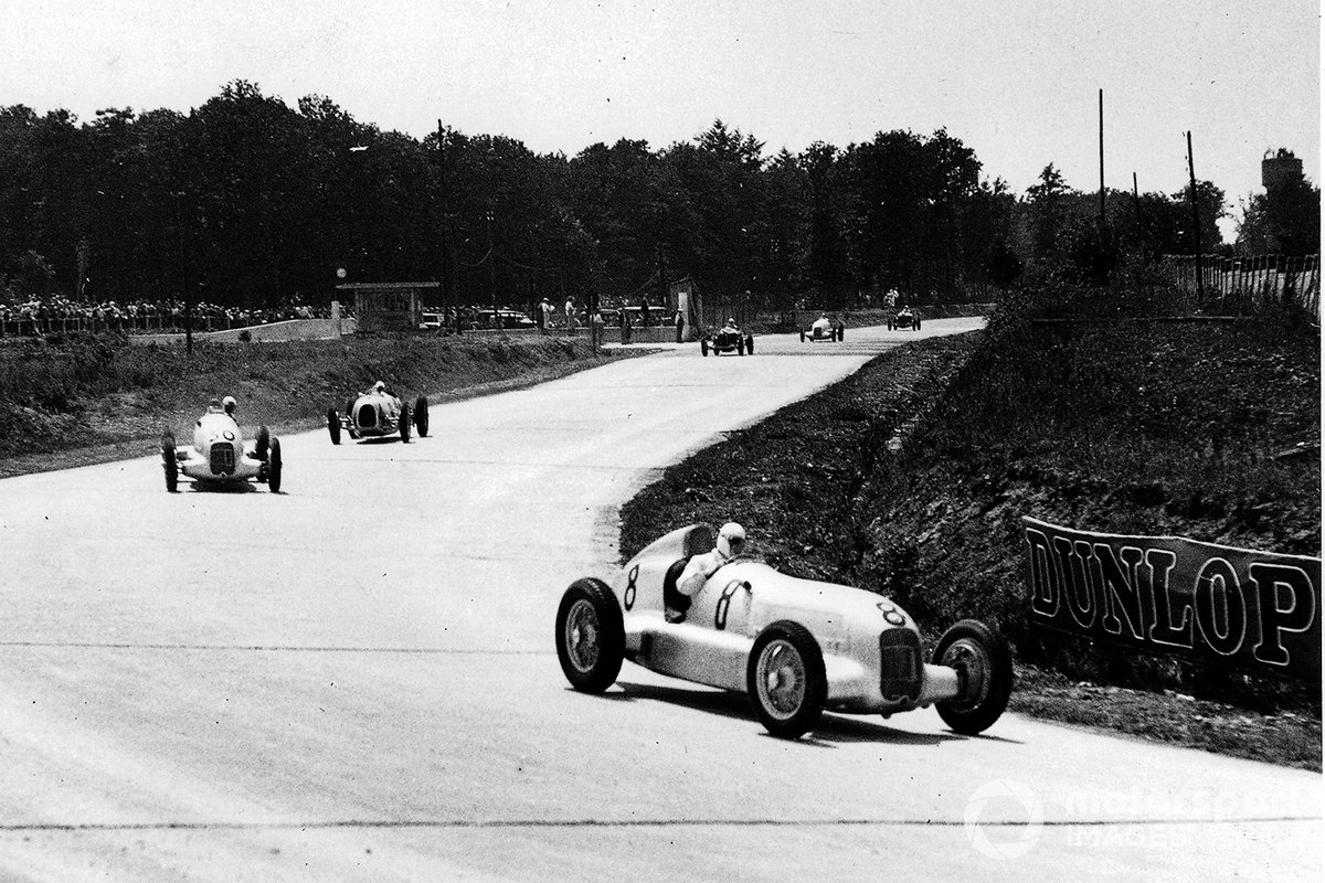 Rudolf Caracciola, Mercedes-Benz W25 leads Luigi Fagioli, Mercedes-Benz W25 and Hans Stuck, Auto Union A-type