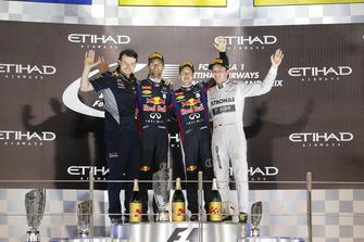 Podio: il vincitore della gara Sebastian Vettel, Red Bull Racing, il secondo classificato Mark Webber, Red Bull Racing, il terzo classificato Nico Rosberg, Mercedes AMG