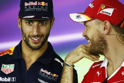 Даниэль Риккардо, Red Bull Racing, и Себастьян Фетель, Ferrari
