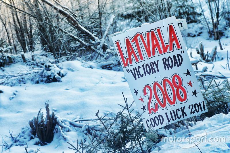 Señales de soporte para  Jari-Matti Latvala, Miikka Anttila, Toyota Yaris WRC, Toyota Racing