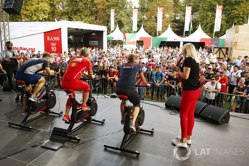Fitness challenge on the F1 Fanzone stage