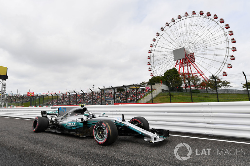 Valtteri Bottas, Mercedes-Benz F1 W08  with accident damage in FP3