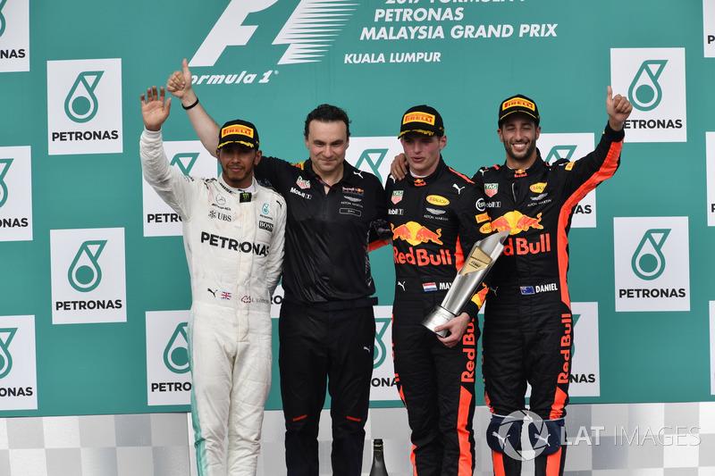 Льюіс Хемілтон, Mercedes AMG F1, керівник відділу аеродинаміки Red Bull Racing  Ден Фоллоус, Макс Ферстаппен, Даніель Ріккардо, Red Bull Racing