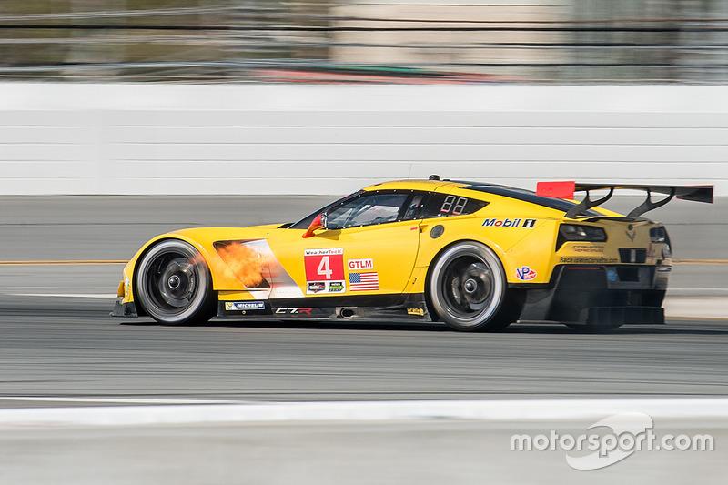 El Corvette Racing Chevrolet Corvette C7.R de Oliver Gavin, Tommy Milner y Marcel Fässler se incendió.