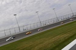 Brad Keselowski, Team Penske Ford, Chase Elliott, Hendrick Motorsports Chevrolet, Joey Logano, Team Penske Ford