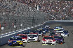 Kyle Busch, Joe Gibbs Racing Toyota, Kyle Busch, Joe Gibbs Racing Toyota lead the field to the green flag