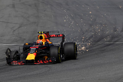Temporada 2017 F1-italian-gp-2017-max-verstappen-red-bull-racing-rb13-front-puncture