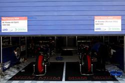 Garage von Florian Alt, Yamaha YZF-R1M und Bastien Mackels, Yamaha YZF-R1M