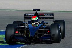 Justin Wilson, Minardi PS01 con neumáticos de lluvia Avon
